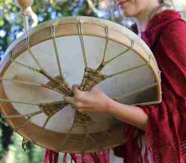 shamanic-drumming-woman